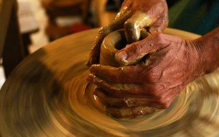 Usare l'argilla per aiutare i soggetti con difficoltà sociali