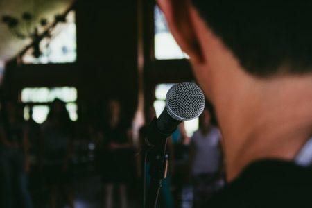 Parlare in pubblico: quale terapia?